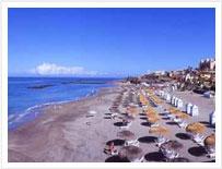 Una delle molte spiagge di Tenerife, con sabbia dorata
