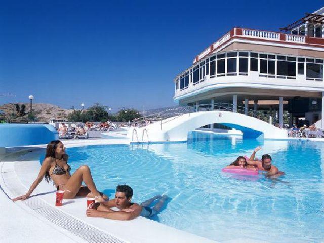 Hotel Laguna Park II, znajduje się w Playa de Las Americas, Teneryfa