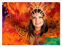 Una donna vestita a Tenerife per la Fiesta, e una serata di intrattenimento